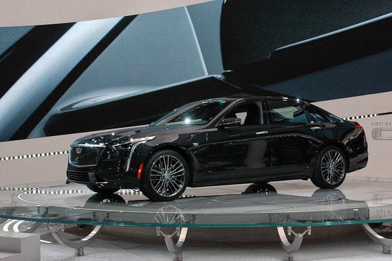 Cadillac впервые выпускает спортивную версию большого седана CT6 - V-sport. В нем используется новый турбомотор V8 4,2 л мощностью 550 л. с. и специальная подвеска