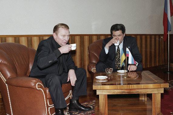 Март 1998 г., Украина. Президент Украины Леонид  Кучма и губернатор Аман Тулеев во время беседы