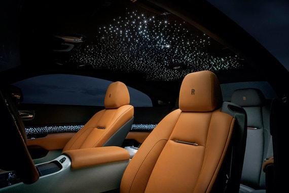 Самой же популярной (и одной из самых дорогих) опций у покупателей Rolls-Royce остается «звездное небо» стоимостью от 1 млн до 3,5 млн руб.