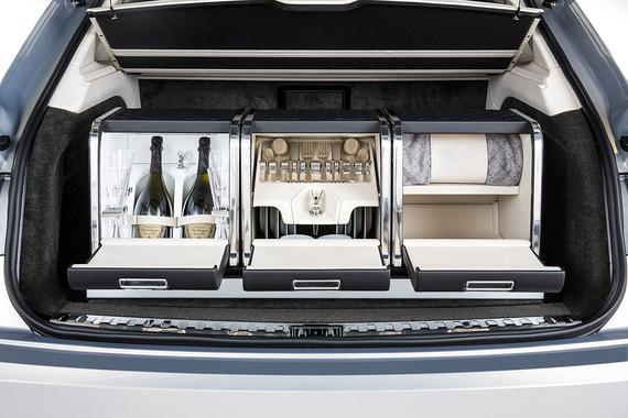 Исполнением индивидуальных заказов клиентов Bentley занимается собственное ателье Bentley Mulliner. Также Mulliner регулярно выпускает специальные серии Bentley — автомобили, укомплектованные тематическими аксессуарами. Одно из последних предложений в этой серии —  набор для пикника стоимостью 1,5 млн руб.