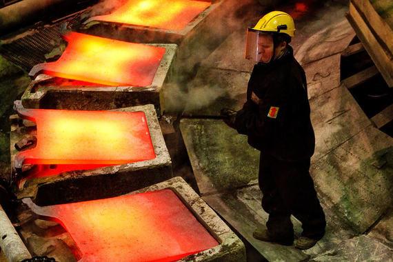 Также санкции ввели против 15 компаний:агрохолдинг «Кубань», «Базовый элемент», B-Finance LTD, En+ Group, Gallistica Diamante, Группа ГАЗ, «Газпром бурение», «Евросибэнерго», «Ладога менеджмент», NPV Engineering, «Ренова», «Рособоронэкспорт», Банк «Российская финансовая корпорация», «Русские машины», Rusal (на фото)