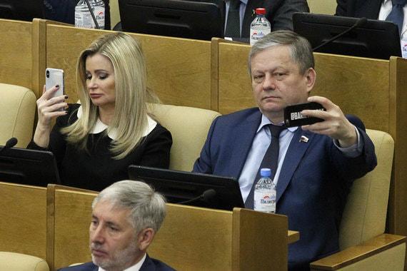 Депутаты Елена Бондаренко, Марат Бариев и  Рафаэль Марданшин (внизу)