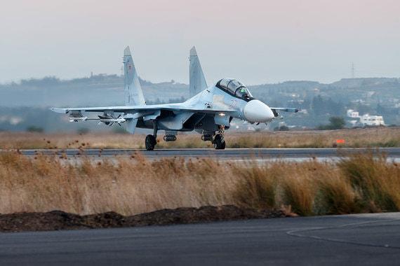 У России в Сирии 12 многофункциональных истребителей Су-30