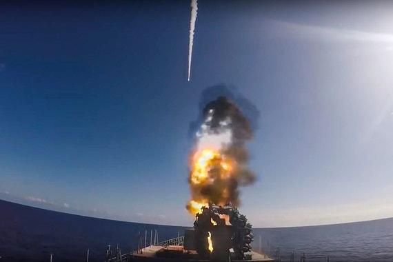 Фрегаты могут нести до 32 крылатых ракет «Калибр» и до 32 зенитных ракет