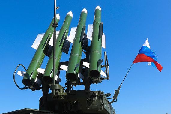 Зенитные ракетные комплексы «Бук» – до 8 дивизионов, до 32 пусковых установок. Количество зенитных ракет – до 128