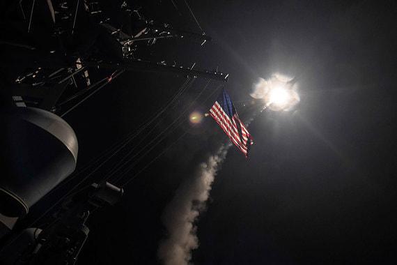 Количество крылатых ракет «Томагавк» на «Арли Бёрк» – до 120 (полная загрузка, без ракет ПВО). Эти эсминцы оснащены системами ПВО/ПРО «Иджис» и могут нести до 120 зенитных ракет (полная загрузка, без других ракет)
