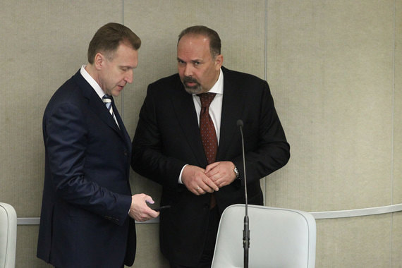Первый вице-премьер Игорь Шувалов и министр строительства Михаил Мень (слева направо)