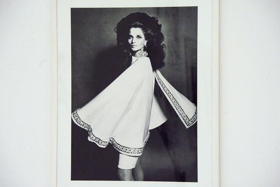 Другая грань творчества Монкада - fashion-фотография и съемки для модных журналов. На фото: модель Ирис Бьянки позирует в наряде Forquet