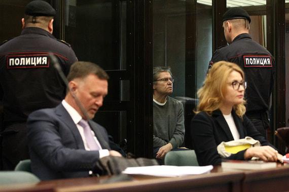 Защита настаивала на том, чтобы допрос Сечина был открытым, но суд поддержал ходатайство обвинения о допросе  руководителя госкомпании в закрытом режиме