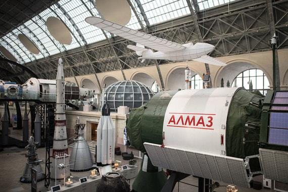 Макет автоматической орбитальной станции «Алмаз». В автоматическом варианте эта военная станция запускалась единственный раз в 1987 г. («Космос-1870»). Были получены высококачественные радиолокационные снимки Земли