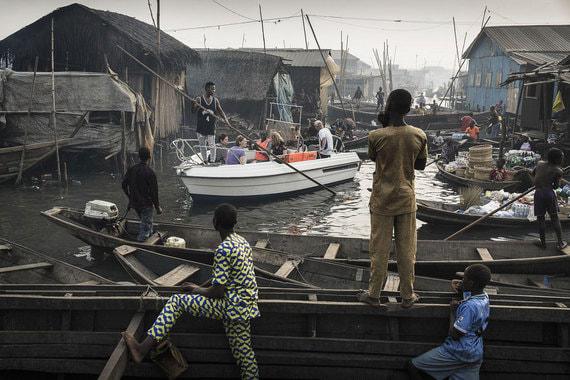 Номинация: «Современные проблемы. Одиночный кадр» (Contemporary Issues, first prize singles)Название снимка и автор: «Набережные Лагоса под угрозой», Джеско Дензел