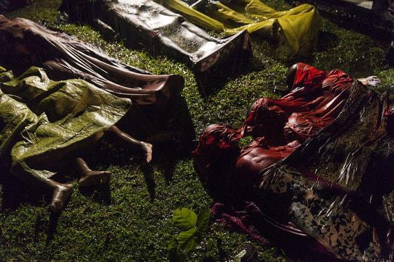 Номинация: «Главные новости. Одиночный кадр» Название снимка и автор: «Кризис рохинджа», Патрик Браун, Австралия.  О чем фотография: Тела беженцев этнической группы рохинджа, пытавшихся на лодке сбежать из Мьянмы, но утонувших