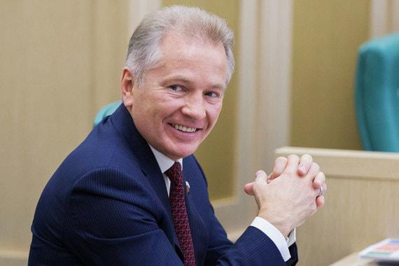 Сенатор  от Камчатского края Валерий Пономарев, занимавший первое местопо доходам в Совете Федерации в 2016 г., в прошлом году оказался на втором месте с1,878 млрд руб.Сенатор является совладельцем «Океанрыбфлота», одного из крупнейших рыбопромышленных предприятий Камчатки
