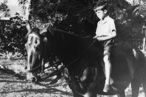 Режиссер родился в городе Часлав в Чехословакии в 1932 г. Карьеру он начал на родине