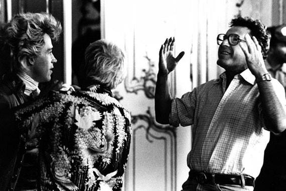 «Амедей» - еще одна оскароносная картина в фильмографии режиссера. Она получила восемь статуэток, в том числе в номинациях «Лучший фильм» и «Лучший режиссер». На фото режиссер во время съемок этого фильма