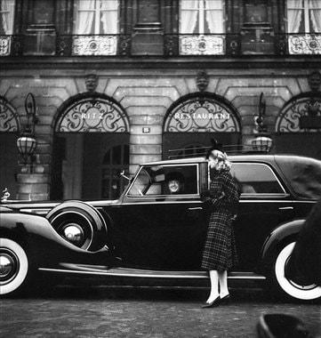 Ritz Paris, один из самых знаменитых отелей мира, открылся в 1898 г. К основному зданию на Вандомской площади дважды присоединяли соседние, отель перестраивался внутри. Но фасад здания датируется 1686 г., когда особняк по заказу Людовика XIV возвел архитектор Жюль Ардэуен-Мансар