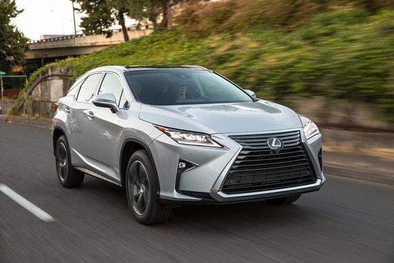 Также госслужащие предпочитают Lexus – в декларациях о доходах более 70 автомобилей этой марки. Самая популярная модель – кроссовер RX 350