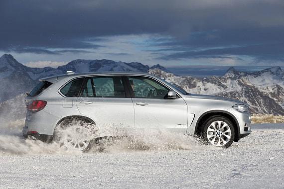 Автомобили BMW оказались на четвертом месте по популярности среди чиновников (63 автомобиля), самой популярной моделью стал кроссовер X5