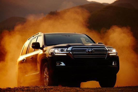 На третьем месте рейтинга Toyota Land Cruiser (6238 шт.)