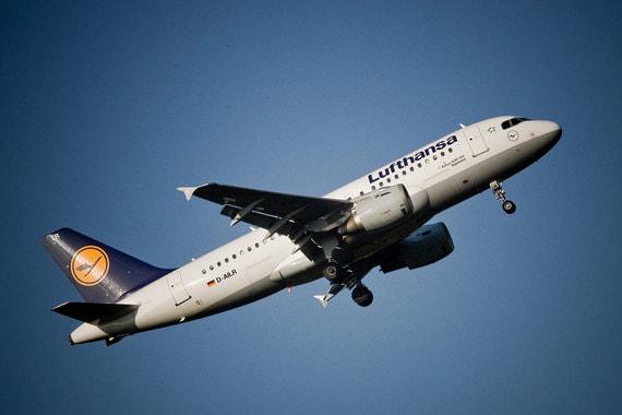 Топ-10 замыкает крупнейшая немецкая авиакомпанияLufthansa. За год ее бренд подорожал до $2,914 с $2,259 млрд, по данным Brand Finance