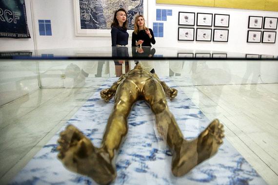 normal 1fj2 200 работ звезд современного искусства на выставке в Москве