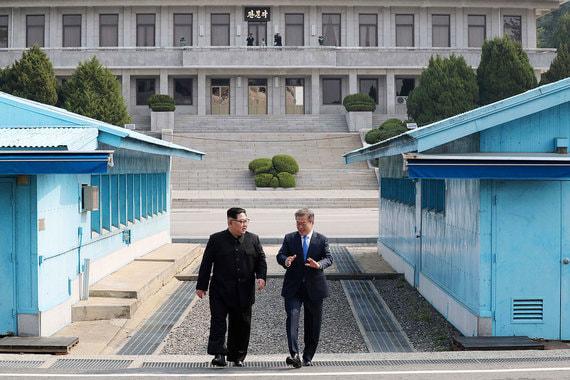 Лидер КНДР Ким Чен Ын и президент Южной Кореи и Мун Чжэ Ин