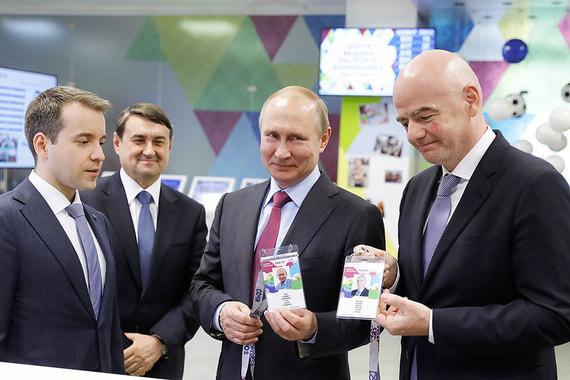 Министр связи Николай Никифоров, помощник  президента Игорь Левитин, президент России Владимир Путин и президент  FIFA Джанни Инфантино (слева направо)
