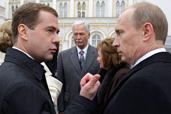 7 мая 2008 г. Владимир Путин передал власть Дмитрию Медведеву