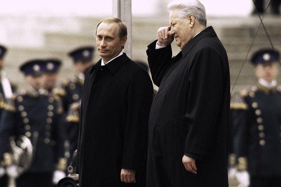 7 мая состоится инаугурация президента России, Владимир Путин в четвертый раз станет главой государства. «Ведомости» решили собрать самые яркие фотографии прошедших церемоний. На фото: Владимир Путин и первый президент России Борис Ельцин в день инаугурации Путина, 7 мая 2000 г.