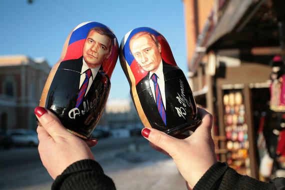 Персона Медведева политически и психологически максимально комфортна для Путина, говоритМихаил Виноградов
