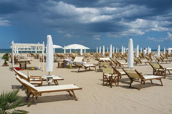 В инфраструктуру отеля входит собственный пляж