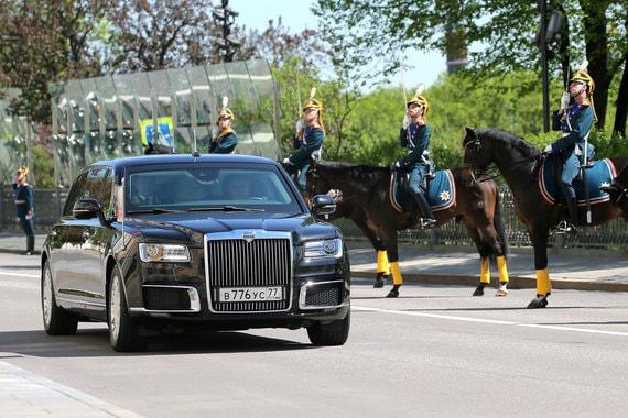 По территории Кремля Путин впервые проехал на новом лимузине проекта «Кортеж»