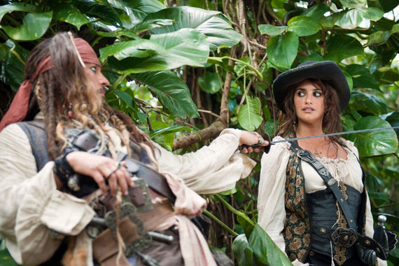 Замыкают тройку самых кассовых лент «Пираты Карибского моря: Мертвецы не рассказывают сказки». Их касса –  2,3 млрд руб.
