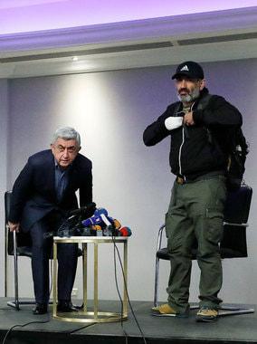 22 апреля. Встреча Пашиняна и Саргсяна в отеле Marriott, продлившаяся несколько минут. После нее Пашиняна арестовывают. На улицы Еревана выходят около 100 000 человек