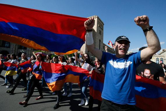 2 мая. Протестующие блокируют дорожное движение в Ереване. Республиканская партия Армении объявляет о готовности поддержать Пашиняна. Голосование назначено на 8 мая