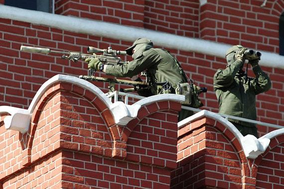 Снайперы на стенах кремля