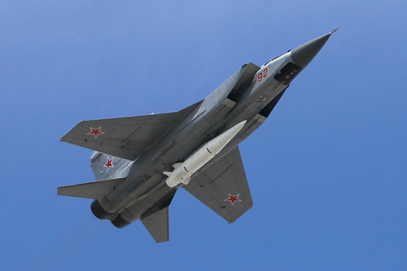 Перехватчик МиГ-31К с  гиперзвуковой ракетой «Кинжал»