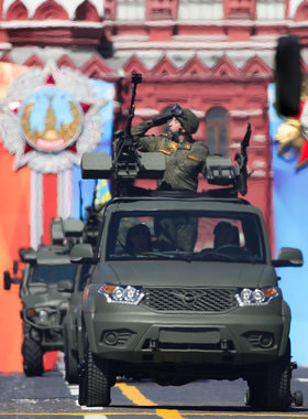 Пикапы «УАЗ-Патриот» с пулеметной установкой в кузове