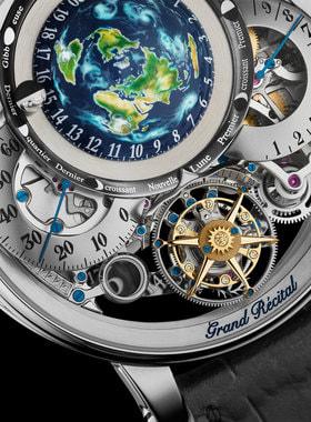 Механизм часов состоит из 472 деталей