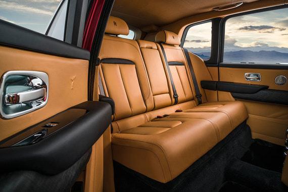 Для удобства посадки автомобиль опускается пневмоподвеской на 40 мм при открывании дверей