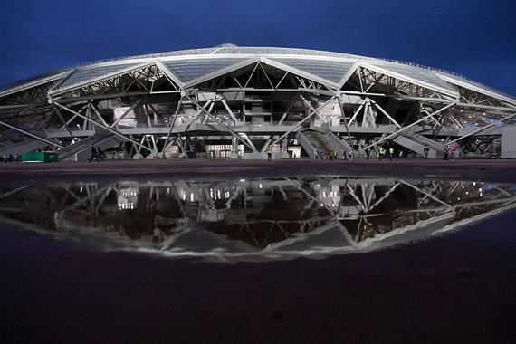 «Самара Арена» – самый проблемный стадион. В начале 2017 г. вице-премьер Виталий Мутко называл его единственным «отстающим» стадионом, но рассчитывал, что строительство вернется в график через 1,5 месяца. В октябре прошлого года министр спорта Павел Колобков оценил степень готовности объекта в 65%, тогда же генподрядчика – ПСО «Казань» – едва не оштрафовали за срыв сроков строительства. 27 апреля стадион получил разрешение на ввод в эксплуатацию. На следующий день арена приняла первый тестовый матч