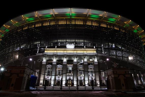 Официальное открытие стадиона «Екатеринбург арена» состоялось 15 апреля. Стадион был построен в 1953 г., после чего неоднократно реставрировался. Последний раз арену реконструировали к ЧМ-2018. Исторический фасад стадиона оставили нетронутым, так как он является объектом архитектурного наследия