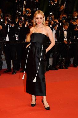 Актриса Хлоя Севиньи, подвеска Camelia Secret с бриллиантами и культивированным жемчугом
