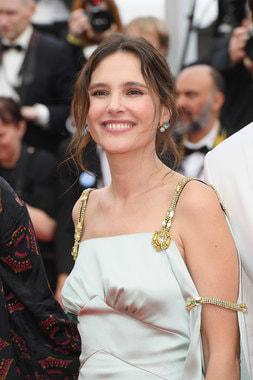 Актриса Виржини Ледуайен в серьгах Nudo  с топазами, Pomellato