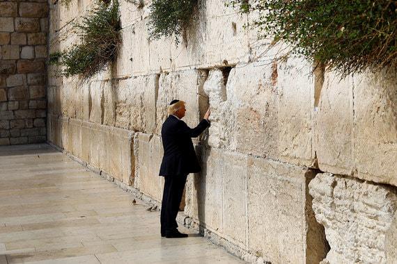 Инициатива открытия посольства в Иерусалиме исходила от президента США Дональда Трампа. Приехать на церемонию открытия он не смог (фото сделано в мае 2017 г.), но записал видеообращение. В нем он заявил, что США многие годы не признавали очевидного: что Иерусалим – столица Израиля
