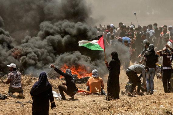 Решение Трампа раскритиковали в арабских странах. В секторе Газа начались беспорядки (на фото), а движение «Хамас» объявило о начале третьей интифады (восстание) и пообещало провести новый «День гнева»