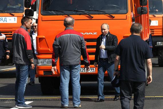Путин проехал по Крымскому мосту на «Камазе»