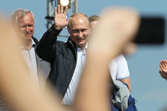 """Путин после поездки на """"Камазе"""" поздравил строителей с завершением стройки"""