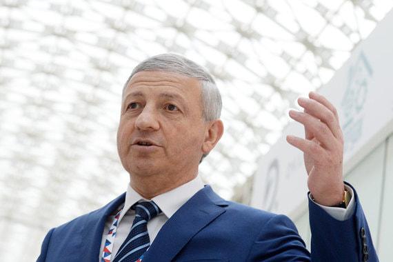 Глава республики Северная Осетия - Алания Вячеслав Битаров задекларировал доход в 37,77 млн руб. в 2017 г. В его собственности дом и Lexus LS 46