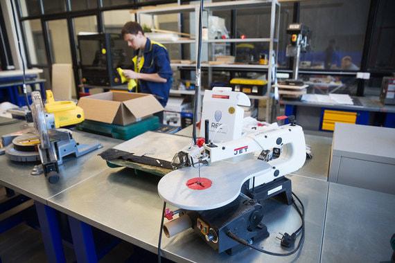 Поскольку «Октава» относится к структуре «Ростеха», здесь представлены некоторые научно-технические новшества. Например, работает цех, оснащенный 3D-принтерами, лазерными, фрезерными и токарными станками